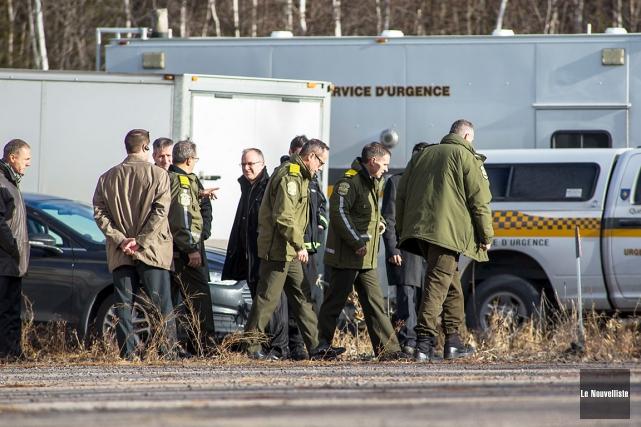 Dimanche, des dizaines de policiers effectuaient un large... (Le Nouvelliste, Olivier Croteau)