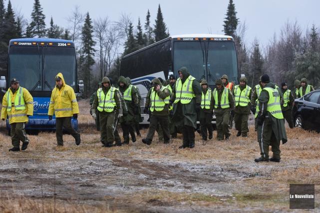 Plus de 200 policiers sont sur place en... (Photo: François Gervais Le Nouvelliste)