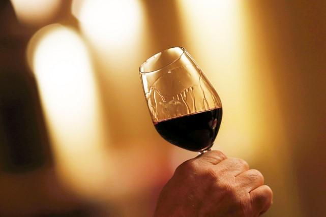 La production de vin dans la région bordelaise devrait atteindre cette année... (PHOTO REGIS DUVIGNAU, ARCHIVES REUTERS)