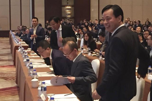 Guo Guangchang (2e en partant de la droite)... (PHOTO REUTERS/STRINGER)