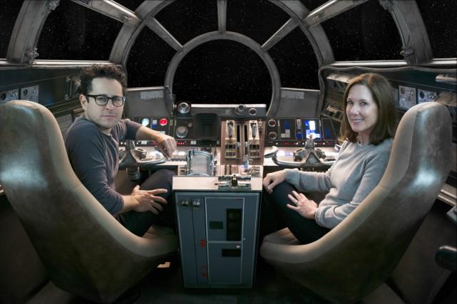 Le réalisateur et coscénariste J.J. Abrams et la... (PHOTO FOURNIE PAR LUCASFILM)
