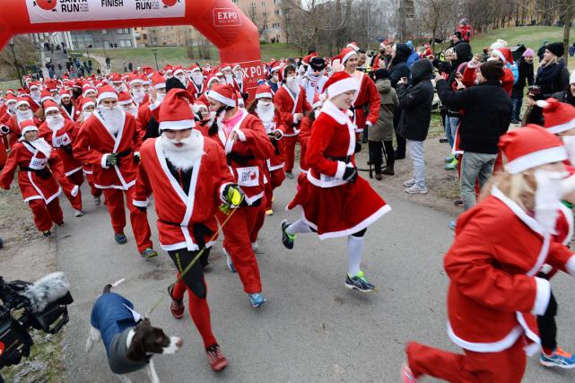 Un millier de personnes ont couru trois kilomètres... (Photo Fredrick Sandberg, AFP)