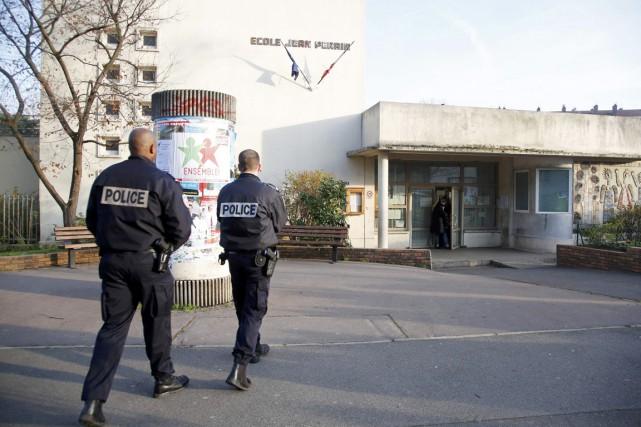 L'agression s'est déroulée tôt le matin dans l'école... (PHOTO CHARLES PLATIAU, REUTERS)