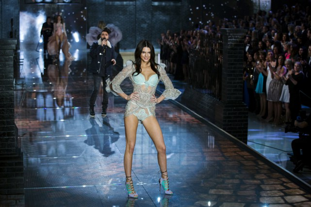 Une mannequin de Victoria's Secret lors d'un défilé à New... (PHOTO LUCAS JACKSON, REUTERS)