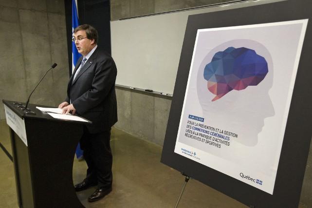 Le ministre des Sports du Québec, François Blais... (La Presse Canadienne)