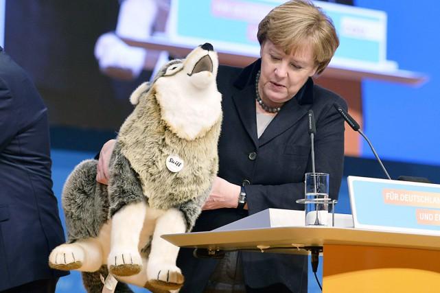 La chancelière allemande Angela Merkel a reçu un... (AFP, Thomas Kienzle)