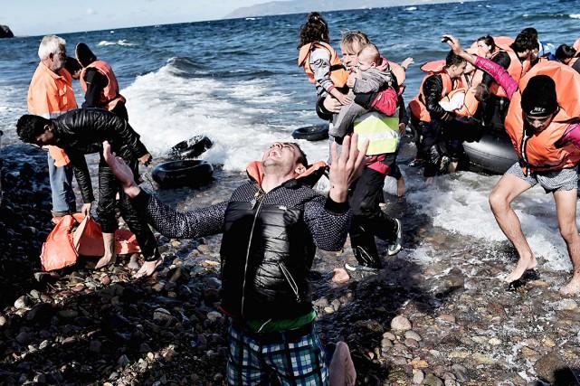 Un réfugié heureux d'arriver à Lesbos en Grèce,... (AFP, Aris Messinis)