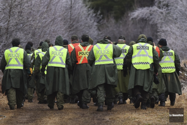 Quelque 200policiers, spécialistes de la recherche, ont été... (PHOTO FRANÇOIS GERVAIS, LE NOUVELLISTE)