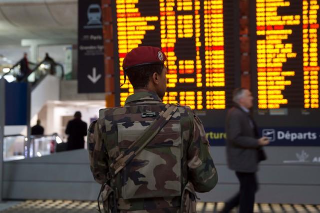 Les nouvelles réservations de vols internationaux vers Paris... (PHOTO AFP)