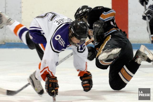 Les ligues de hockey scolaire devront respecter les... (Photo archives La Presse)