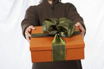 Les échanges de cadeaux coûtent cher, et on...