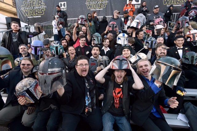 Des fans crient devant le Chinese Theatre de... (PHOTO AP)