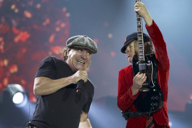 Brian Johnson et Angus Young d'AC/DC.... (PHOTO ARCHIVES REUTERS)