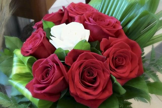 Une fleuriste oeuvrant au Centre des roses, Michelle Rheault, a été... (Tirée de Facebook)