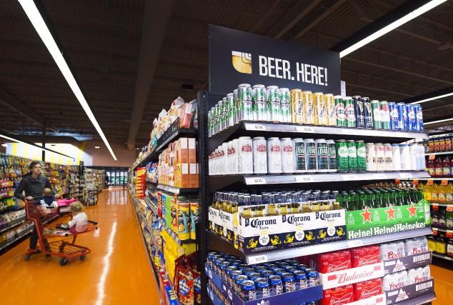 La bière est maintenant offerte dans certaines épiceries... (PC, Nathan Denette)