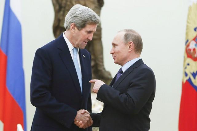 JohnKerry et VladimirPoutine lors d'une rencontre en décembre.... (Photo Sergei Karpukhin, archives AFP)