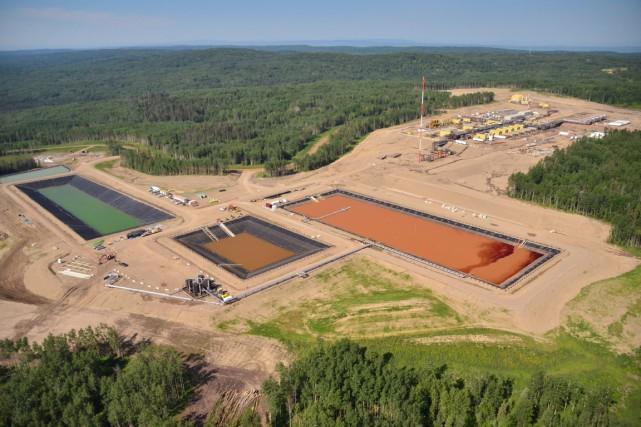 Une aire d'opération de fracturation hydraulique près deFort... (Photo La Presse Canadienne)