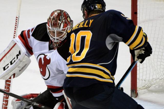 Cory Schneider a bloqué 25 tirs alors que les Devils du New Jersey ont battu... (PHOTO AP)