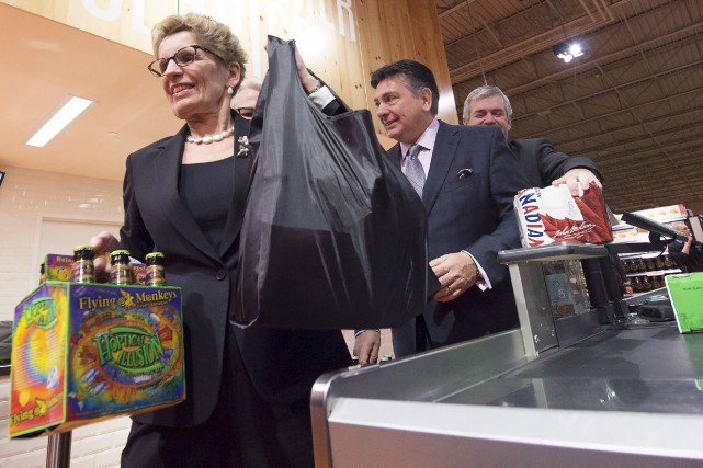 La première ministre Kathleen Wynne a acheté la... (La Presse Canadienne)