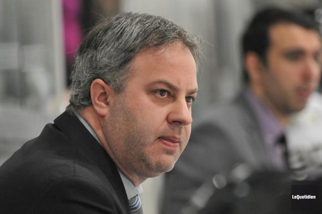 L'entraîneur des Élites, Steve Thériault... (Archives Le Quotidien, Rocket Lavoie)