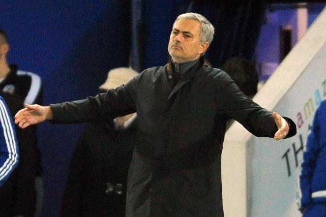 L'entraîneur de Chelsea, Jose Mourinho, est sur la... (Photo Rui Vieira, archives AP)