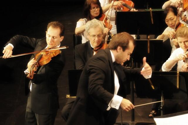 L'Orchestre symphonique de Québec est dirigé par le... (PHOTO CHRISTINA ALONSO, FOURNIE PAR LE FESTIVAL DE LANAUDIÈRE)