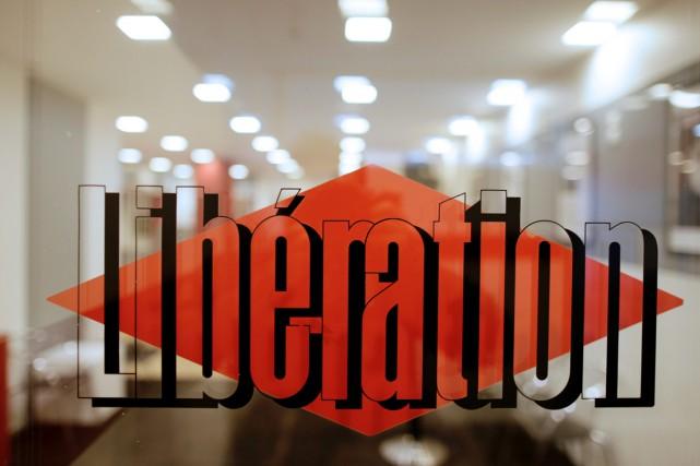 Les ventes en kiosque de Libération ont rebondi en novembre 2015 par... (PHOTO AFP)