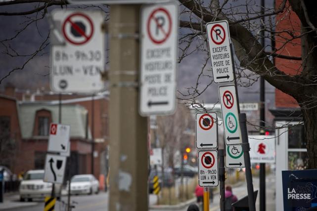 La Ville veut simplifier la signalisation.... (PHOTO PATRICK SANFAÇON, LA PRESSE)