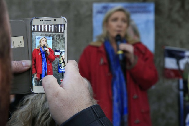 Marine Le Pen a tweeté mercredi des photos... (Photo archives Reuters)