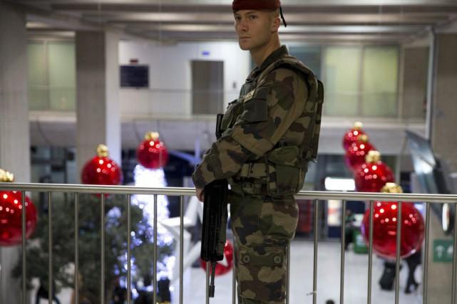 Face à la menace terroriste, les chemins de fer français expérimentent de... (Kenzo Tribouillard, Archives AFP)