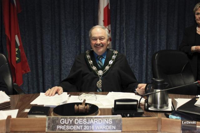 Guy Desjardins a reçu le collier et la... (Martin Brunette, LeDroit)