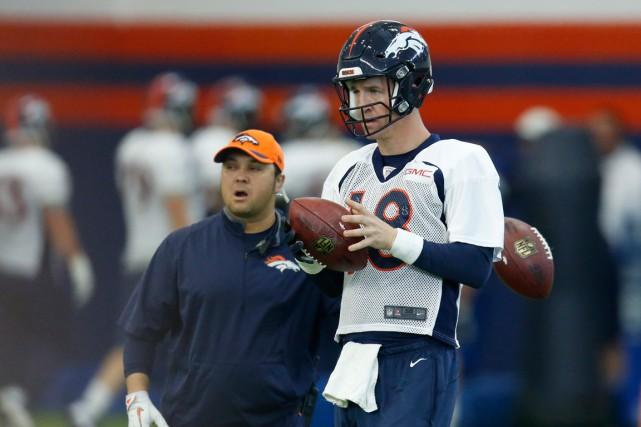 Peyton Manninga effectué des passes sans que ça... (Photo David Zalubowski, archives AP)