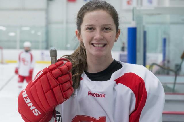 La hockeyeuse sherbrookoise Maude Poulin-Labelle s'est fait offrir... (Spectre Média, Julien Chamberland)