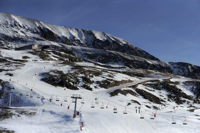 Une trentaine de pistes sur 130 sont skiables... (PHOTO JEAN-PIERRE CLATOT, AFP)
