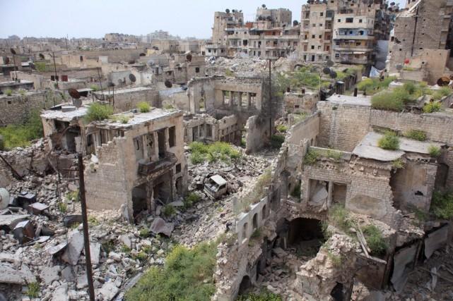 Une scène de désolation à Alep, en Syrie.... (PHOTO GEORGE OUFALIAN, ARCHIVES AGENCE FRANCE-PRESSE)