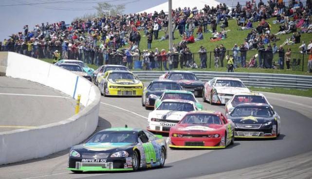 Les voitures de la série canadienne de NASCAR... (NASCAR.com)