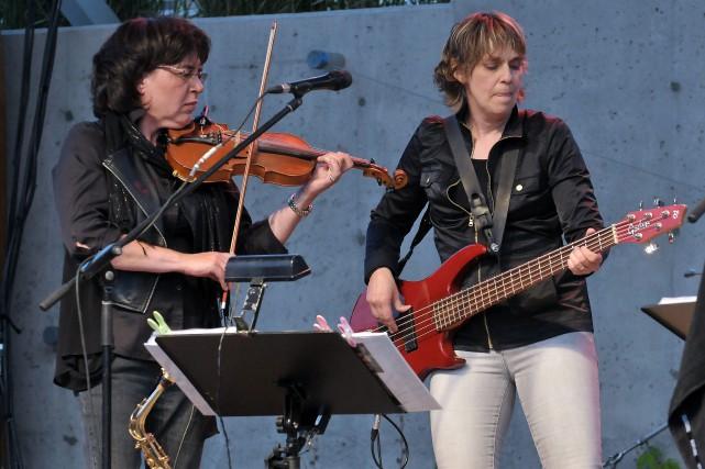 Lisianne Minier (à gauche) agira à titre de... (Archives Le Progrès-Dimanche, Rocket Lavoie)