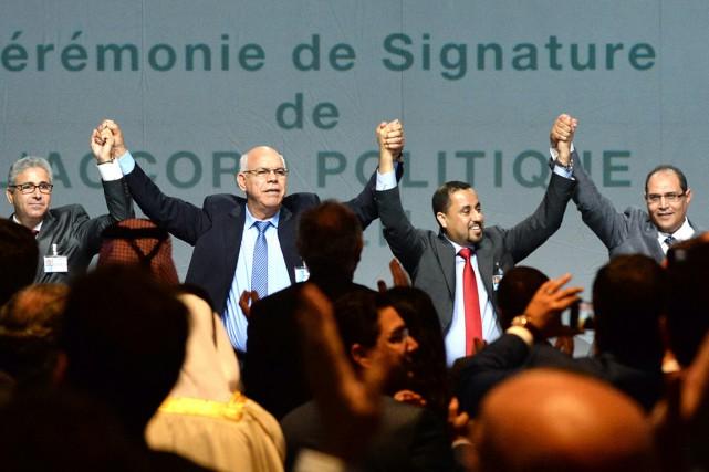 Deux Parlements et gouvernements se disputent le pouvoir... (Photo FADEL SENNA, AFP)