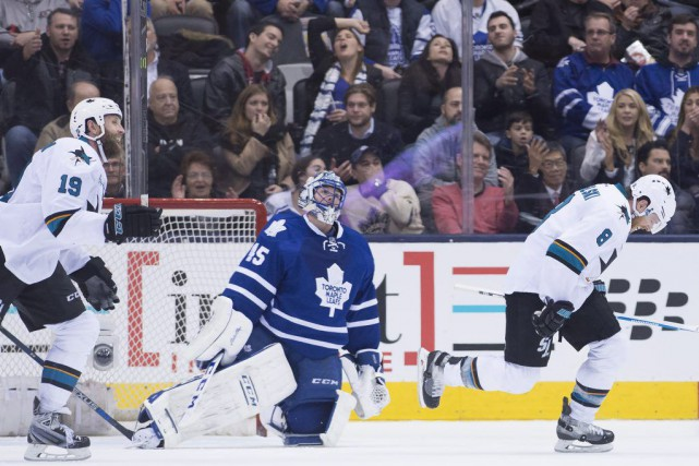 Joe Pavelski, des Sharks, célèbre avec Joe Thornton... (Photo Nathan Denette, PC)