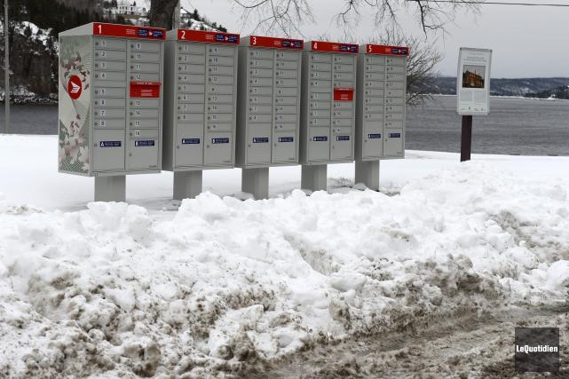 Le déneigement des boîtes aux lettres communautaires laisse... (Photo Le Quotidien, Jeannot Lévesque)