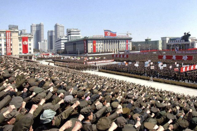Un rassemblement de soldats, d'anciens combattants, de travailleurs... (PHOTO archives KCNA/ REUTERS)