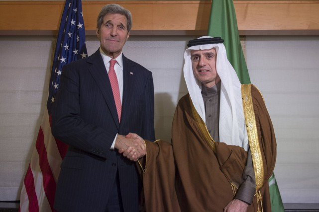 John Kerry et son homologue saoudien Adel bin... (Photo Bryan Smith, Reuters)