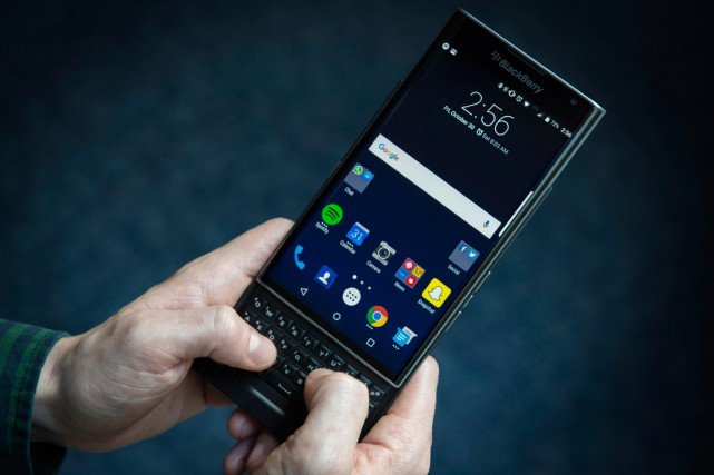 Le Blackberry Priv... (PHOTO GRAEME ROY, ARCHIVES PC)