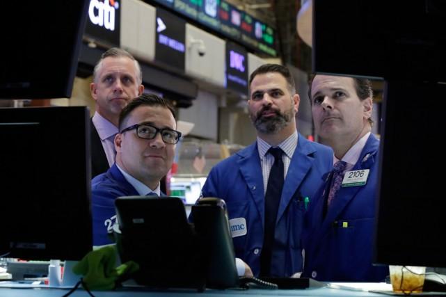 Au lendemain d'une nette baisse, Wall Street a chuté hier, des raisons... (PHOTO RICHARD DREW, ARCHIVES AP)