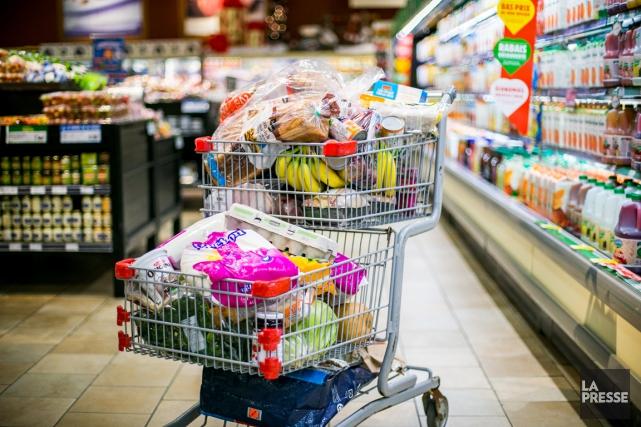Les prix des aliments ont augmenté de 3,4%... (PHOTO MARTIN TREMBLAY, LA PRESSE)