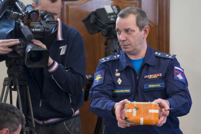Le colonel Nikolai Primak, chef de l'équipe d'enquêteurs... (PHOTO ALEXANDER ZEMLIANICHENKO, AP)