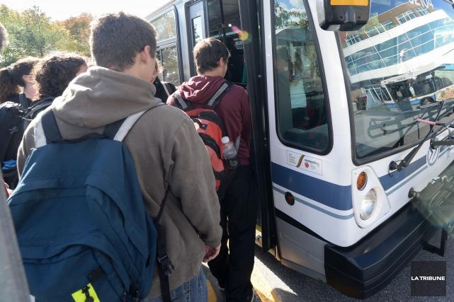 La Société de transport de Sherbrooke (STS) met en place un stationnement... (Archives La Tribune, Maxime Picard)