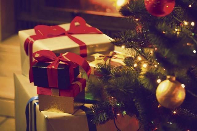 Évitez de laisser les cadeaux emballés ou fraîchement... (123RF)