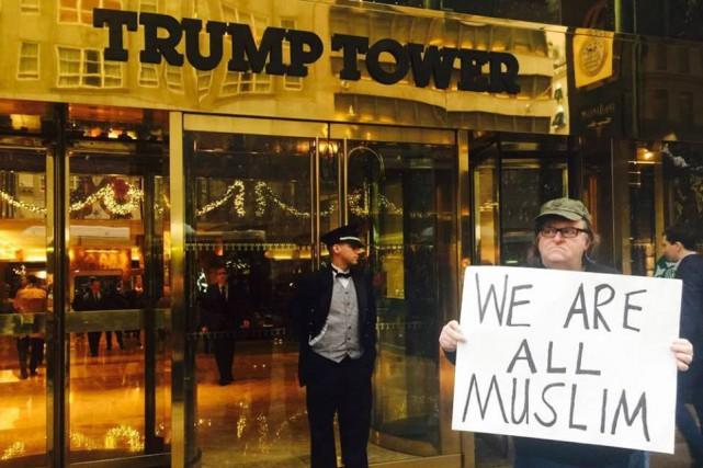 Mercredi, le réalisateur américain a dénoncé les propos... (PHOTO TIRÉE DE LA PAGE FACEBOOK DE MICHAEL MOORE)
