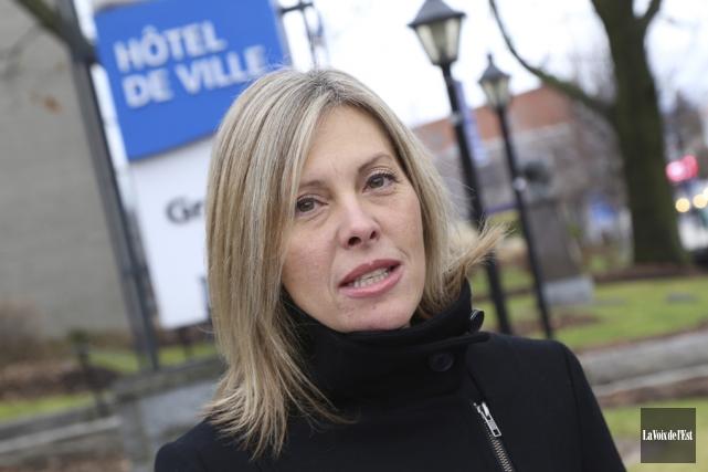 Suzanne Surette s'engage à renoncer à l'allocation de... (Janick Marois, La Voix de l'Est)